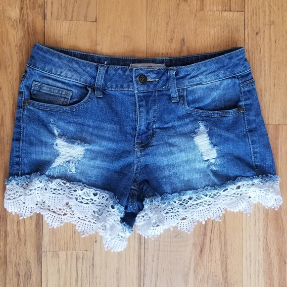 ALTAR'D STATE GREAT COND DISTRESS LACE JEAN SHORTS